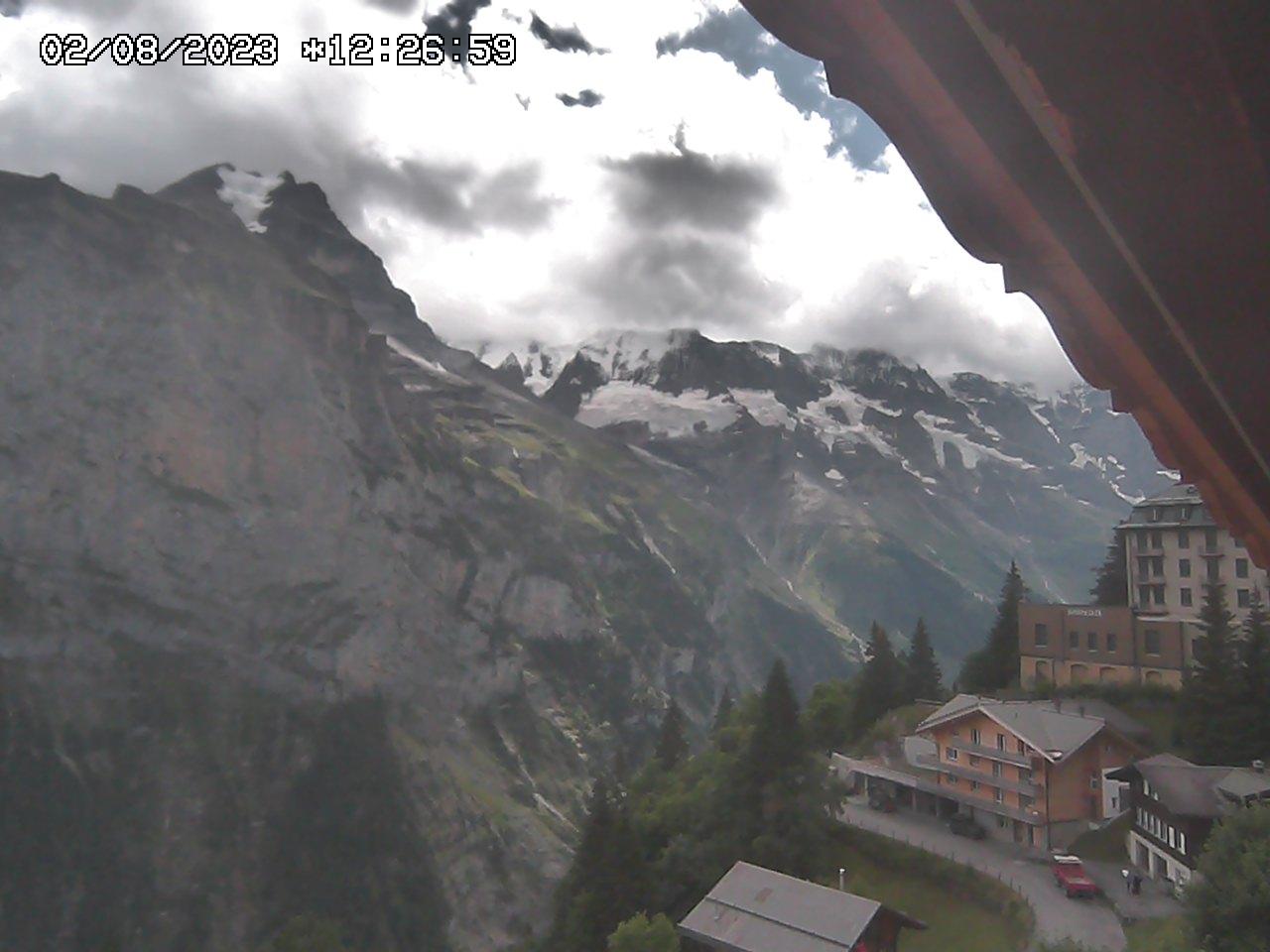 http://www.hoteleiger.com/webcam/cam4.jpg